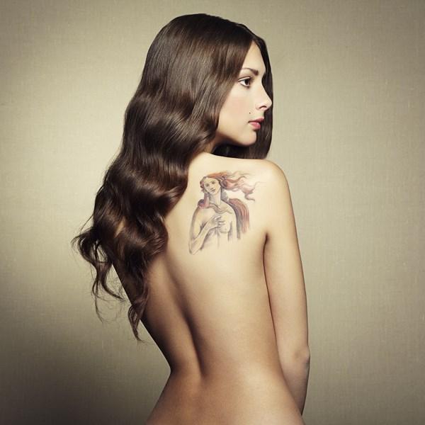 Tatouage femme papillon